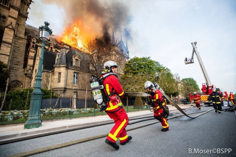 Image: Paris fire brigade