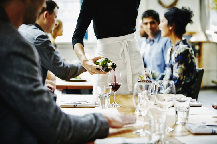 How to get better service in a restaurant, according to an