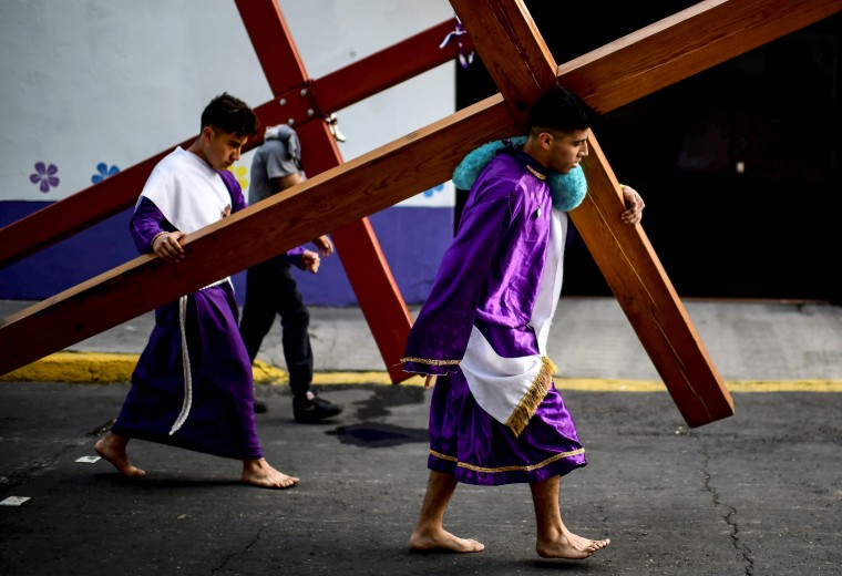 Image: MEXICO-HOLY-WEEK-VIA CRUCIS