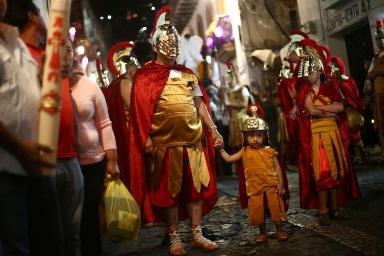 Image: Men dressed as ancient Romans take part in a procession as part of Holy Week celebrations in Taxco