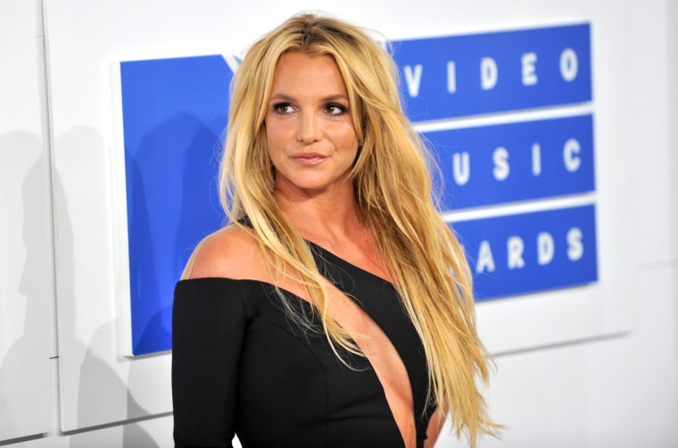 Image: Britney Spears arrives for the MTV Video Music Awards in New York on Aug. 28, 2016.