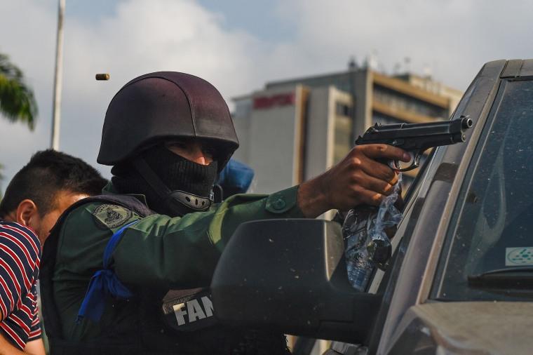 Image: TOPSHOT-VENEZUELA-CRISIS-CLASHES