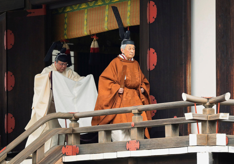 Image: Japan's Emperor Akihito walks for a ritual called Taiirei-Tojitsu-Kashikodokoro-Omae-no-gi, a ceremony for the Emperor to report the conduct of the abdication ceremony, at the Imperial Palace in Tokyo