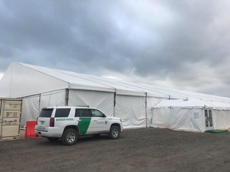 Image: Migrant tent