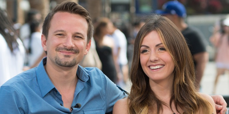 """Carly And Evan From """"Bachelor In Paradise"""" Visit """"Extra"""""""