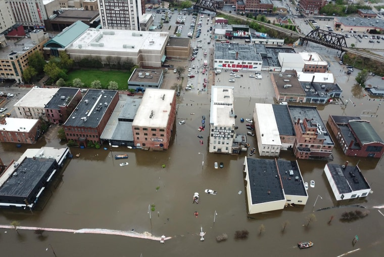 Image: Aerial view of flooding in Davenport, Iowa