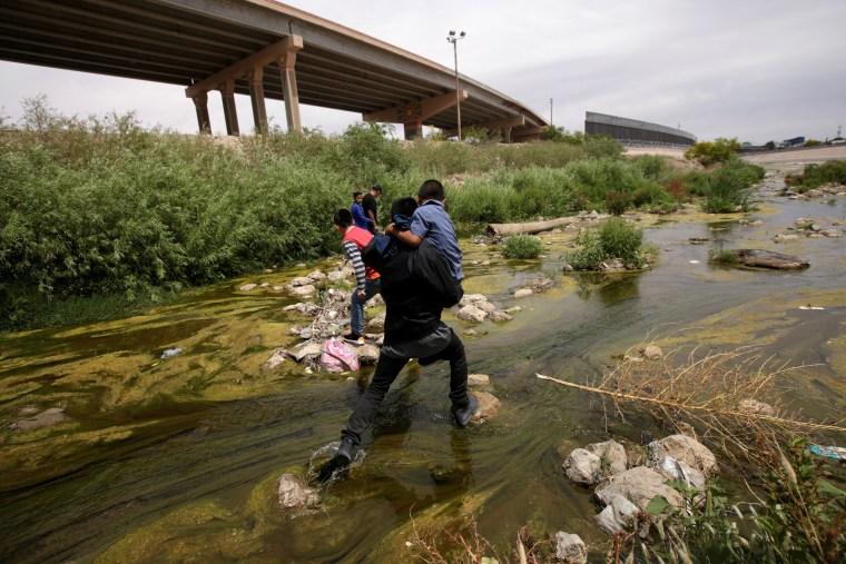 Image: Migrants cross the Bravo River at the border between Ciudad Juarez, Mexico, and El Paso, Texas, on May 7, 2019.
