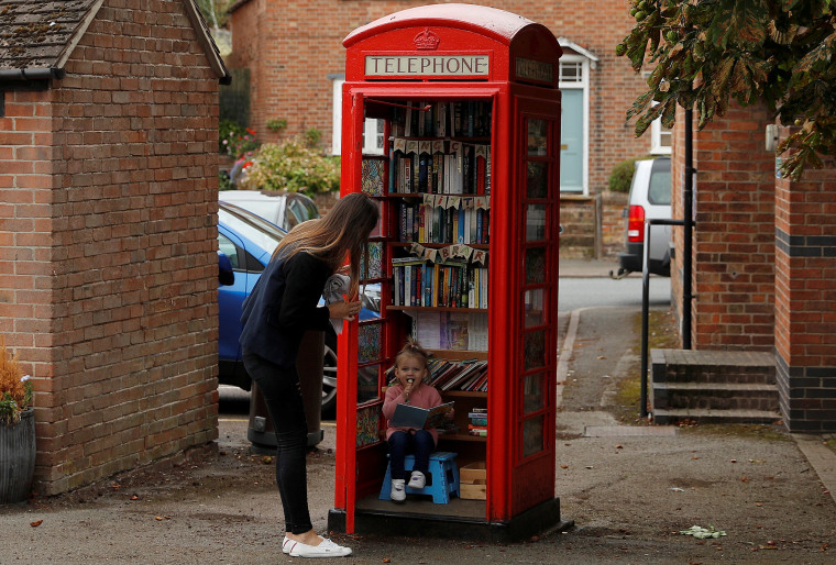 Image: A library housed inside a former phone box in Long Clawson, England