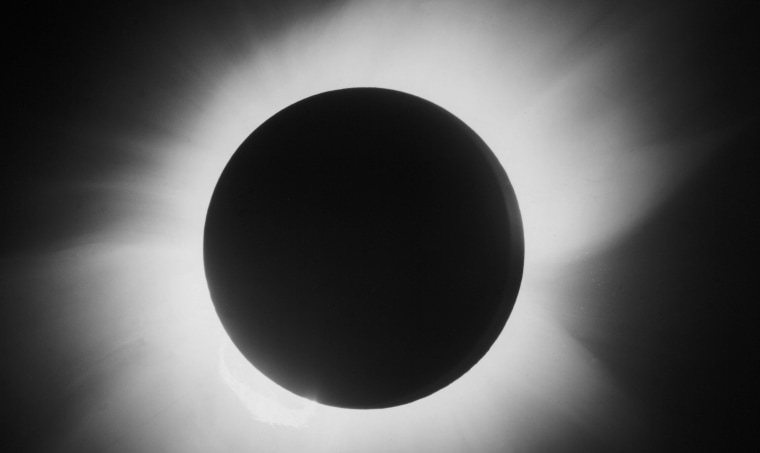 Image: Total solar eclipse, 29 May 1919.