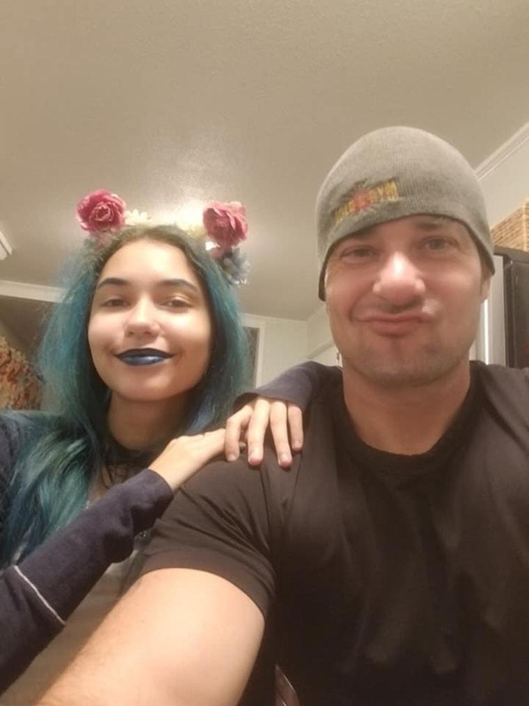 North Carolina dad punches shark to save teen daughter