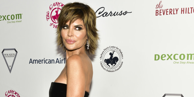 Lisa Rinna goes back to blond