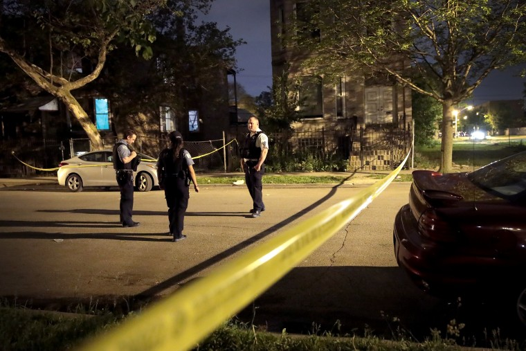 Image: Police investigate the scene of a shooting in Chicago on May 27, 2017.