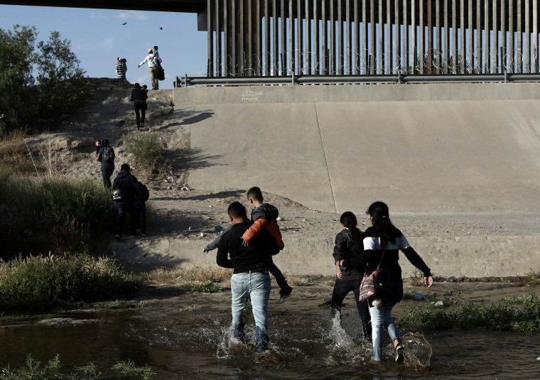 Image: Migrant families cross the Rio Grande at the border into El Paso, Texas, on May 31, 2019.