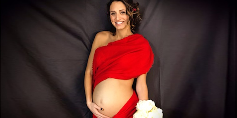 When it became clear that Francesca Page would spend the rest of her pregnancy in the hospital, her sister, Georgina, arranged a surprise maternity photo shoot.