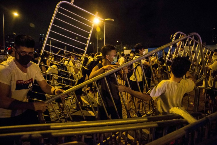 Image: Protesters block roads during clashes with police in Hong Kong