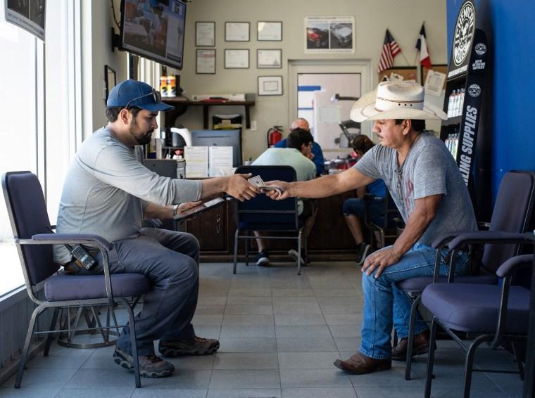 Image: TEXAS BORDER TOWN FEELS STRAIN OF TRUMP TARIFF THREATS - LAREDO