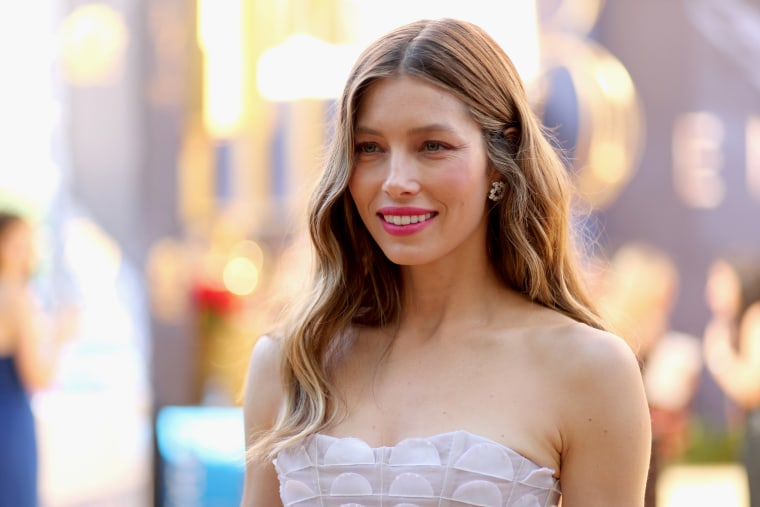 Jessica Biel says she supports vaccines — which is exactly what anti-vaxxers say
