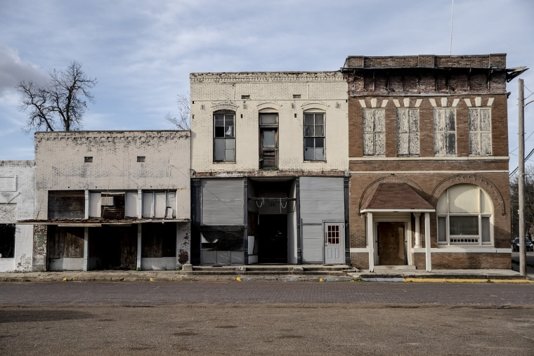 A town with no bank: How Itta Bena, Mississippi, became a banking desert