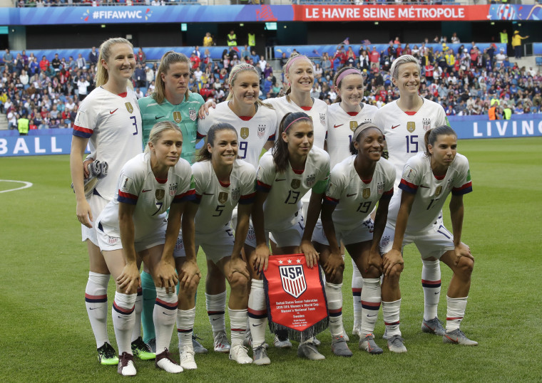The U.S. team pose for a group photo ahead the Women's World Cup Group F soccer match between Sweden and the United States at Stade Océane, in Le Havre, France, Thursday, June 20, 2019. (AP Photo/Alessandra Tarantino)