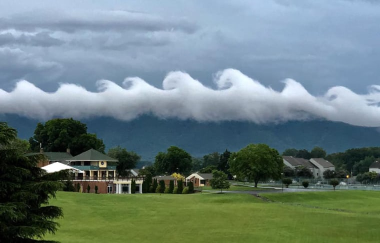 Image: Rare wave-like clouds appear over Smith Mountain Lake in Virignia