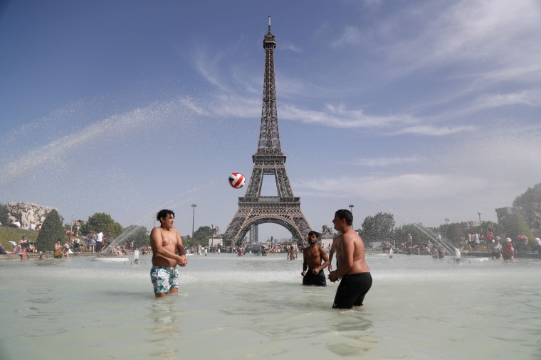 Up to 114 degrees in France: Record-breaking heat in Europe forces tourists to adapt