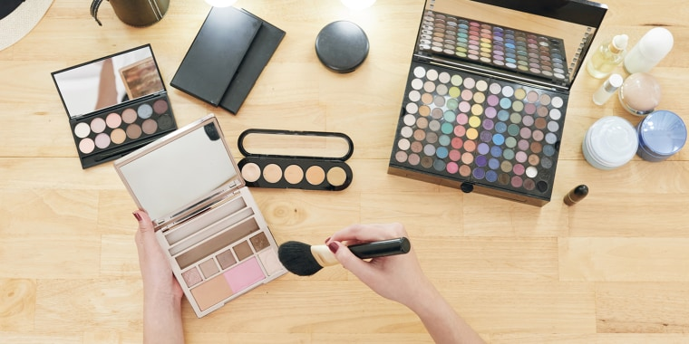 How to apply makeup, for beginners