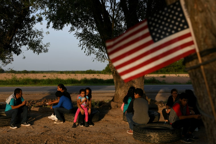 Image: Central American asylum seekers wait to be transported to a processing facility after crossing the Rio Grande in Los Ebanos, Texas, on June 28, 2019.