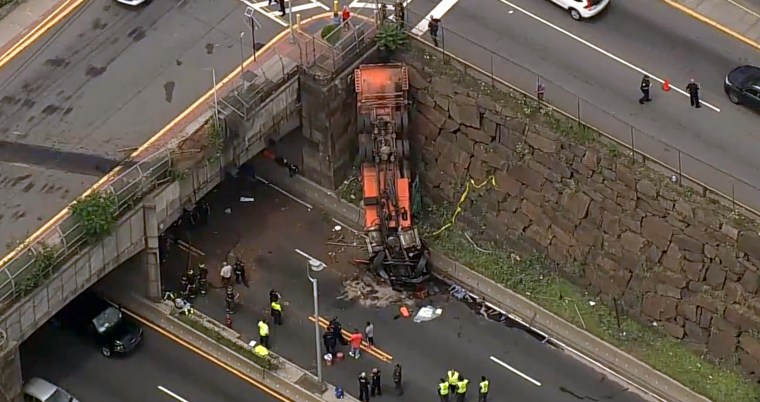 Truck overturns at Lincoln Tunnel, snarling holiday traffic