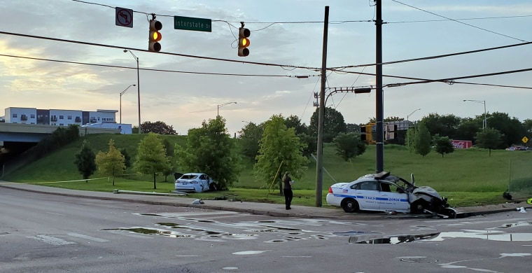 Image: Crash kills officer