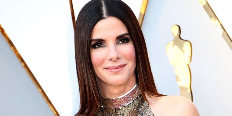 Sandra Bullock has a new, wavy lob that's perfect for summer