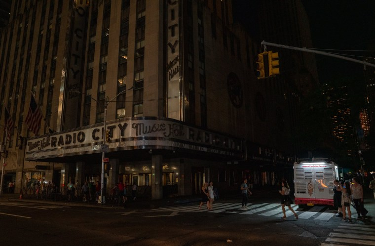 Image: Section of Midtown And Upper West Side Of Manhattan Loses Power