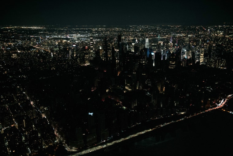 Image: Large Section of Manhattan Loses Power