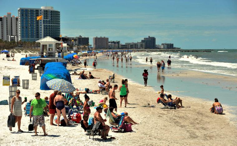 8 injured in lightning strike at Clearwater Beach in Florida