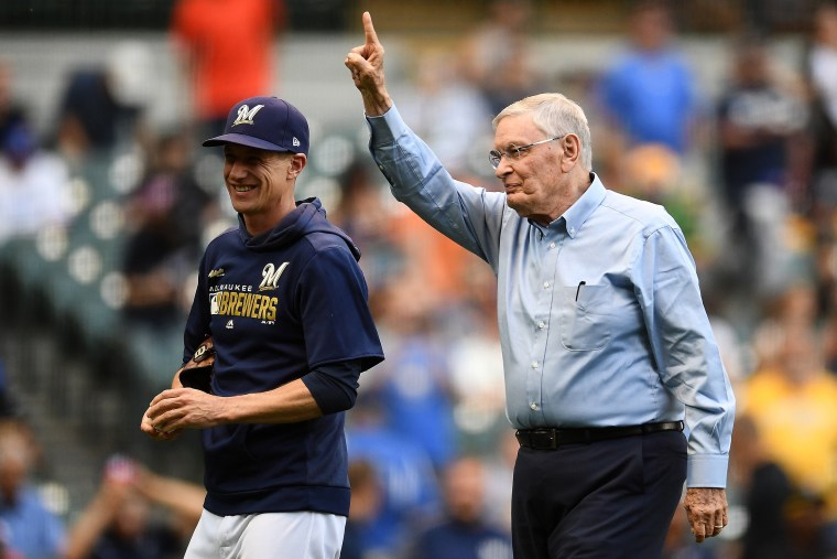 Ex-MLB commissioner says baseball was fortunate players didn't take a knee