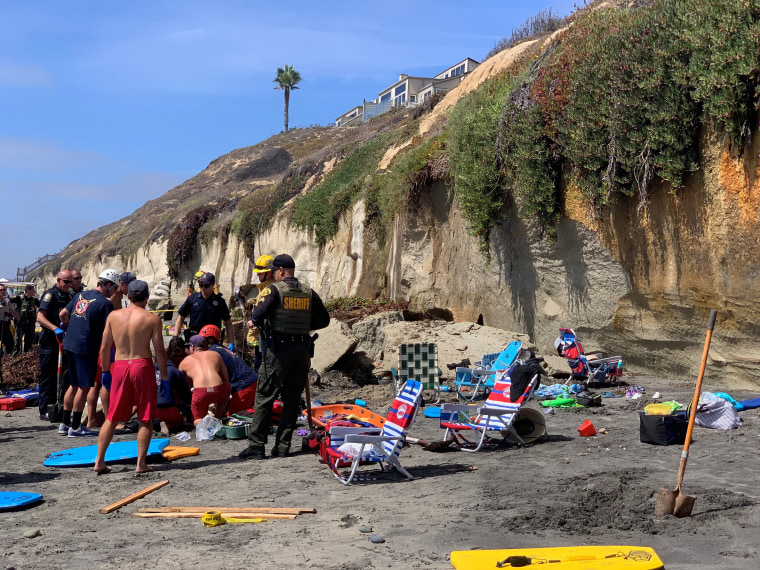 Image: Emergency responders attend to a collapse that has trapped people at a beach in Encinitas, California