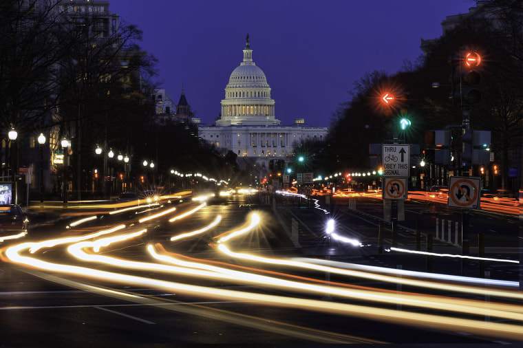 Evening rush hour in front of the U.S. Capitol