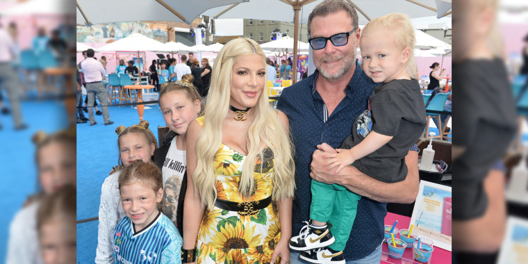 Tori Spelling and kids on Teen Choice Awards red carpet