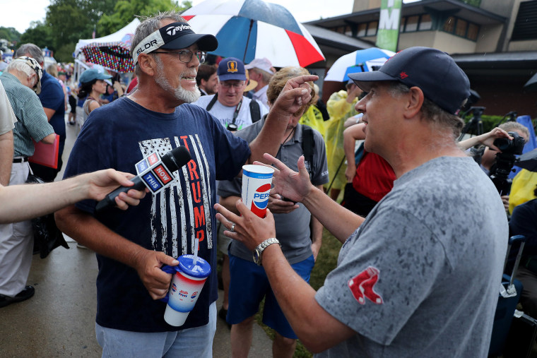 Image: Jim Tangeman, left, a supporter of Donald Trump, debates a critic of the president at the Des Moines Register Political Soapbox during the Iowa State Fair