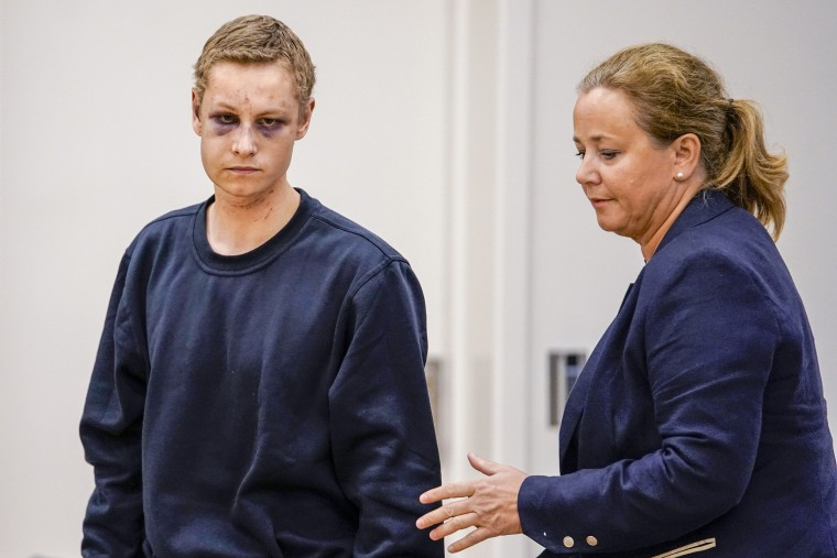 Suspect in Norway mosque attack smirks through bruised face in court