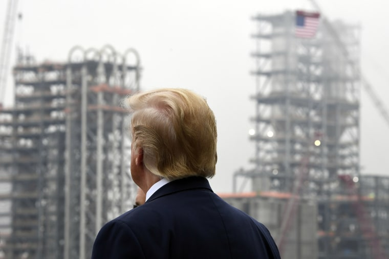 Image: Donald Trump views construction during a visit to Shell's soon-to-be completed Pennsylvania Petrochemicals Complex