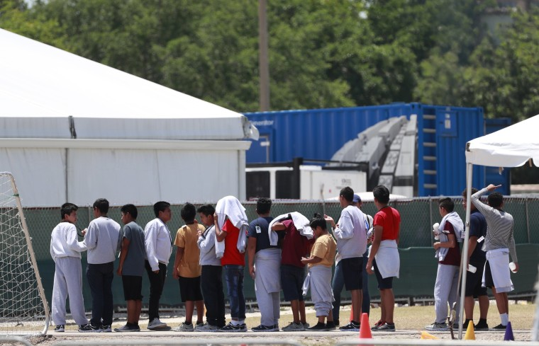 Migrant children face more serious health risks with longer detentions, groups warn