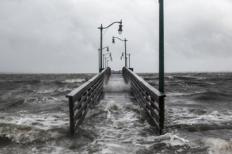 Image: TOPSHOT-US-weather-HURRICANE