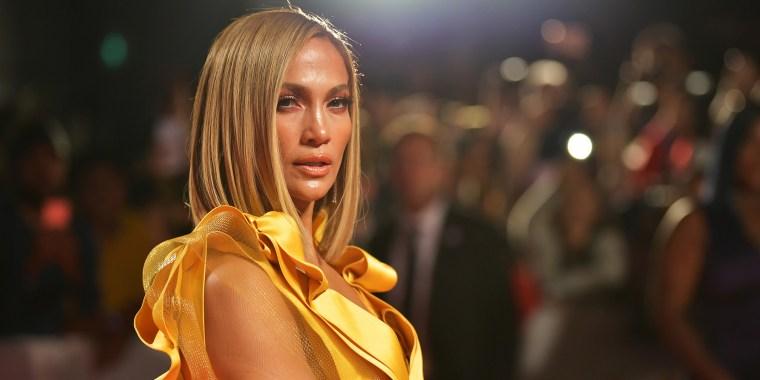 J.Lo rocks new blond bob
