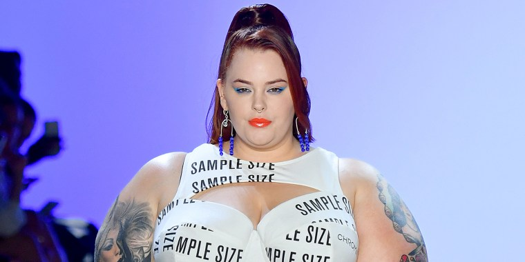 Tess Holliday sends poweful message about sizes on runway