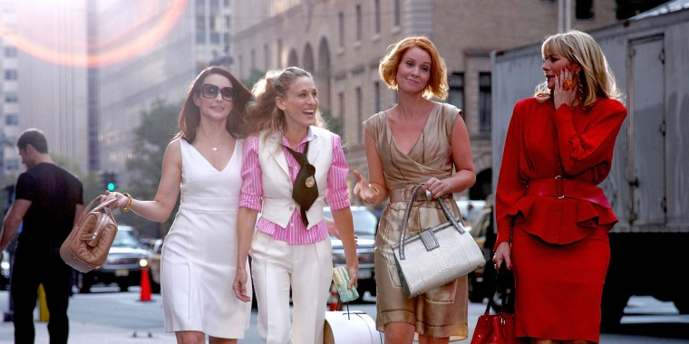 """Image: Kristin Davis, Sarah Jessica Parker, Cynthia Nixon and Kim Cattrall on Location for """"Sex and the City: The Movie"""" - September 21, 2007"""