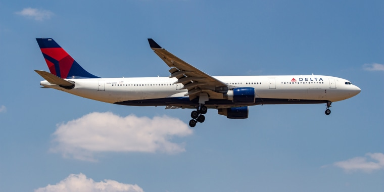 Delta flight makes forced landing in Tampa after sudden 29,000-foot descent