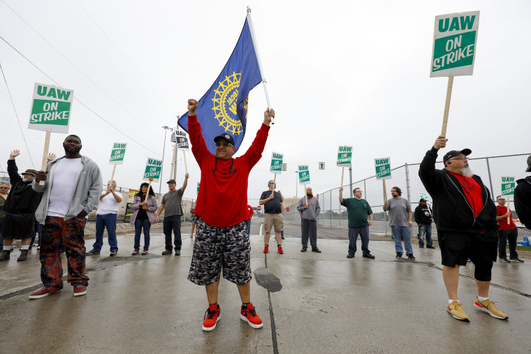 Image: BESTPIX - United Auto Workers Begin Largest National Strike Since 1982