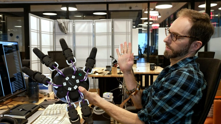 Image: CTRL-labs is a New York startup that specializes in allowing humans to control computers using their brains.