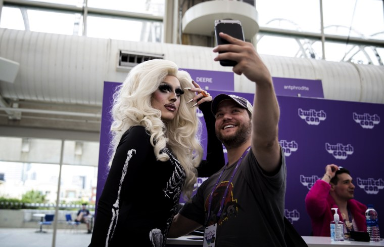 Image: Deere, the founder of Stream Queens, takes a selfie with a fan at TwitchCon in the San Diego Convention Center on Sept. 28, 2019.