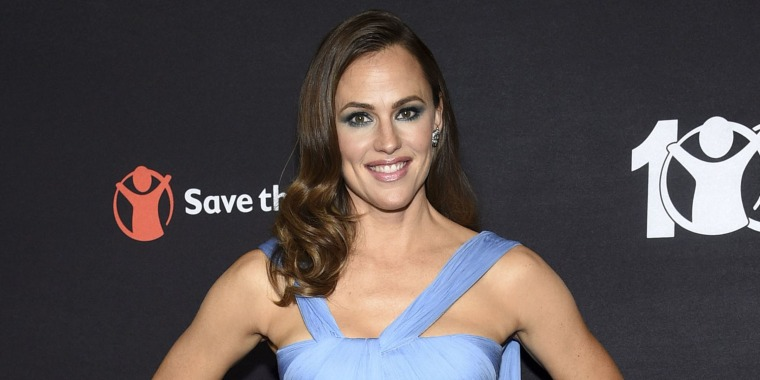 Jennifer Garner is rocking new bangs — but are they real?